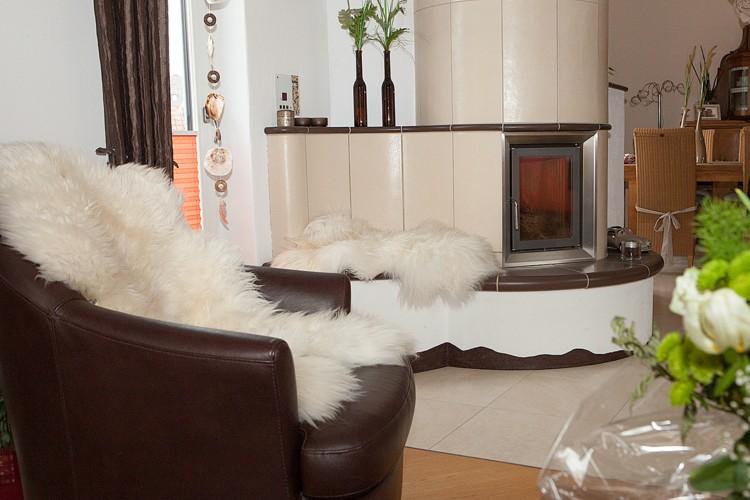 bildergalerie kuschelige lammfelle f r die wohnung. Black Bedroom Furniture Sets. Home Design Ideas