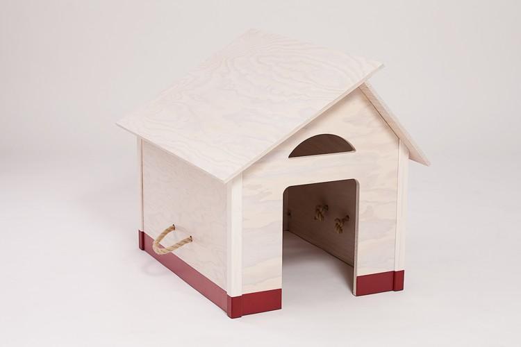 drinnen hundeh tte wei es dach mit rotem sockel. Black Bedroom Furniture Sets. Home Design Ideas